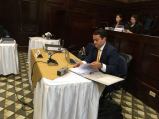 Juan Borrayo abogado de Jimmy Morales (foto La Hora)
